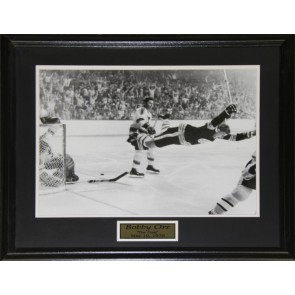 Bobby Orr The Goal Black & White 16x20 frame